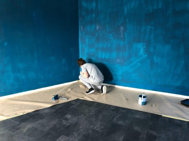 Preparing the wall before you paint your home interior